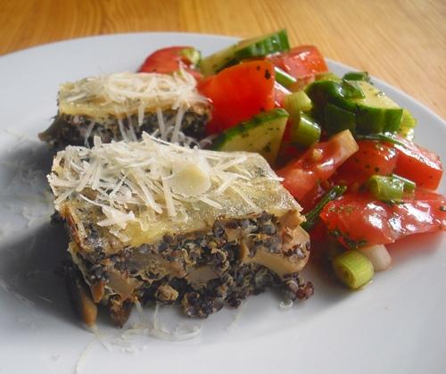 Podzimní hubník z černé quinoi s parmazánovou čepičkou