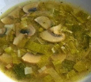 Jednoduchá pórková polévka se žampiony