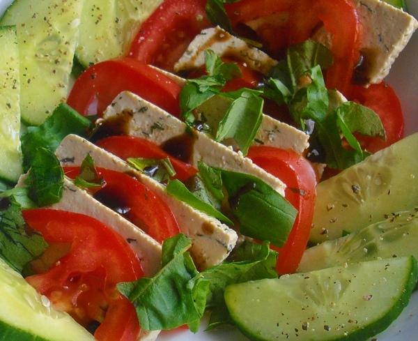 Letní salátová variace z tofu