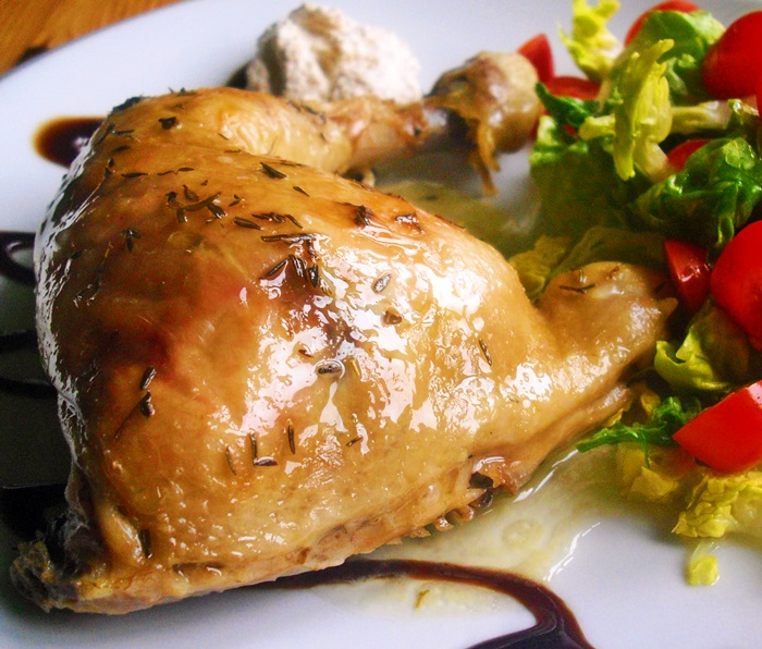 Šťavnatá kuřecí stehna na tymiánu